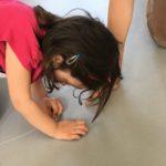 Montessorià la maison 1/3 : quelle posture pour l'adulte?